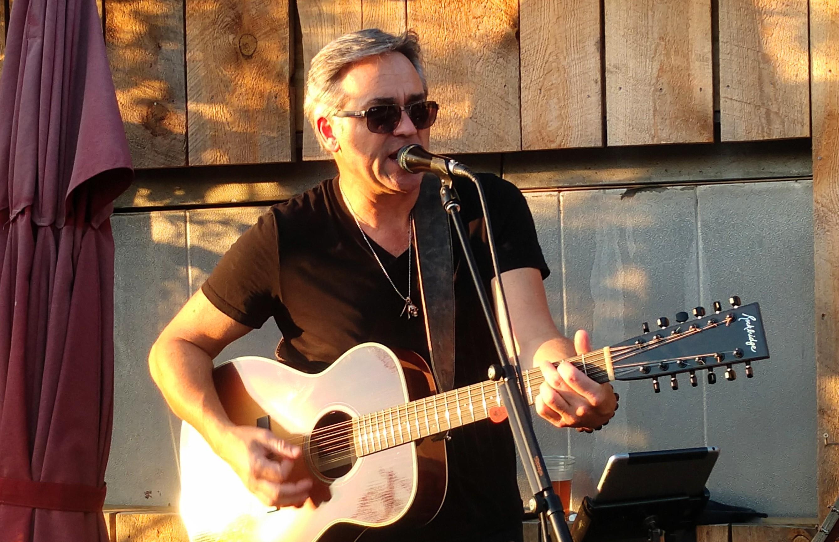 Acoustic Thursday w/ Pete Lapp